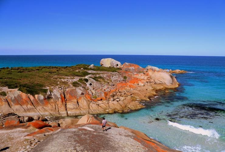 Bay of Fires, East Coast, TAS © Great Walks of Australia