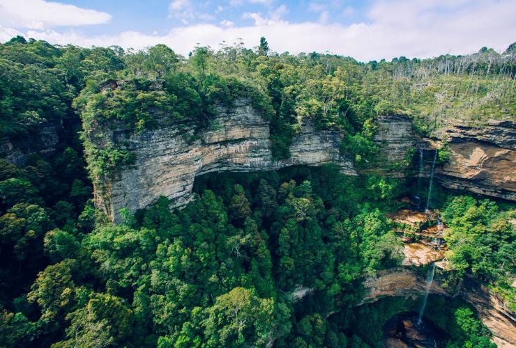 View of rocky cliffs and waterfall in Blue Mountains National Park in New South Wales © Tourism Australia