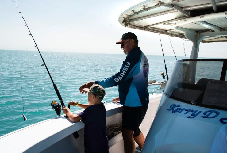 Family fishing in Karumba, Queensland © Tourism and Events Queensland