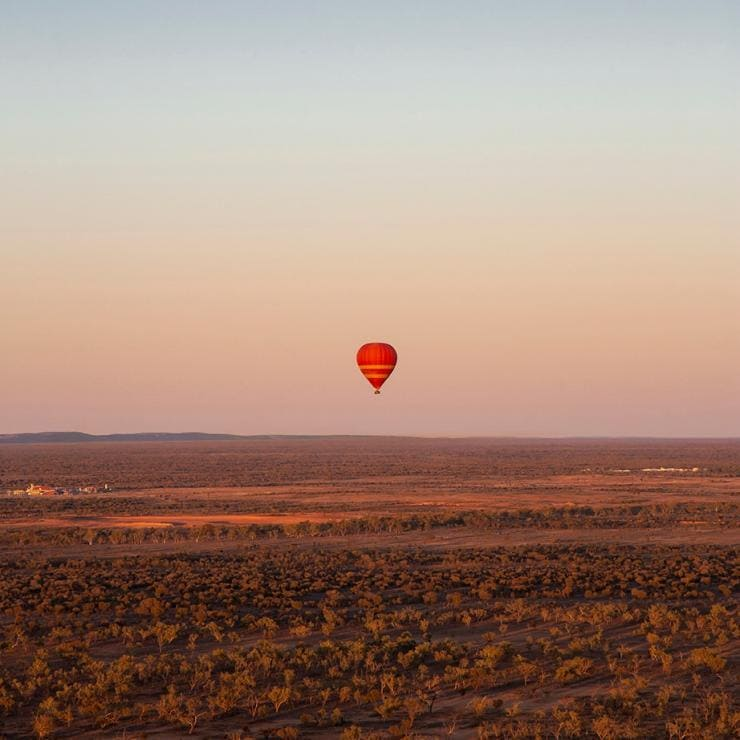 Hot air ballooning, Alice Springs, NT © Tourism NT