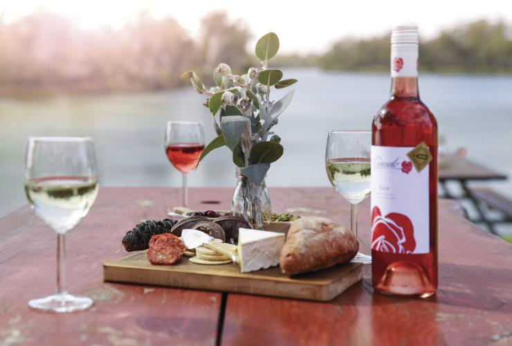 Caudo Vineyards, Cadell, SA © South Australian Tourism Commission