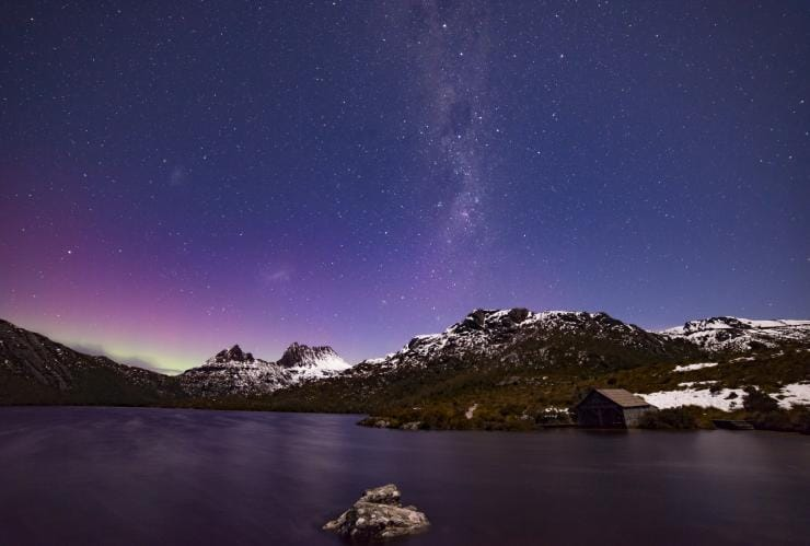 Aurora Australis over Cradle Mountain, Cradle Mountain-Lake St Clair National Park, TAS © Pierre Destribats