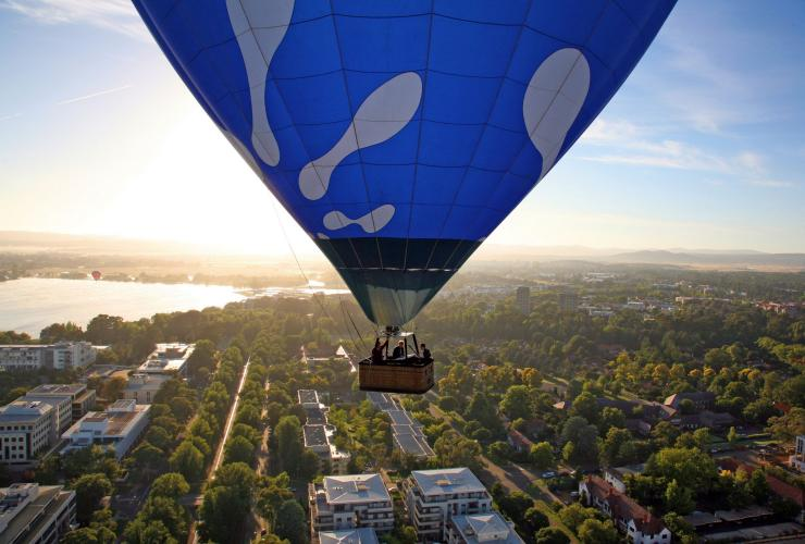 Hot air ballooning, Canberra, ACT © Tourism Austrslia