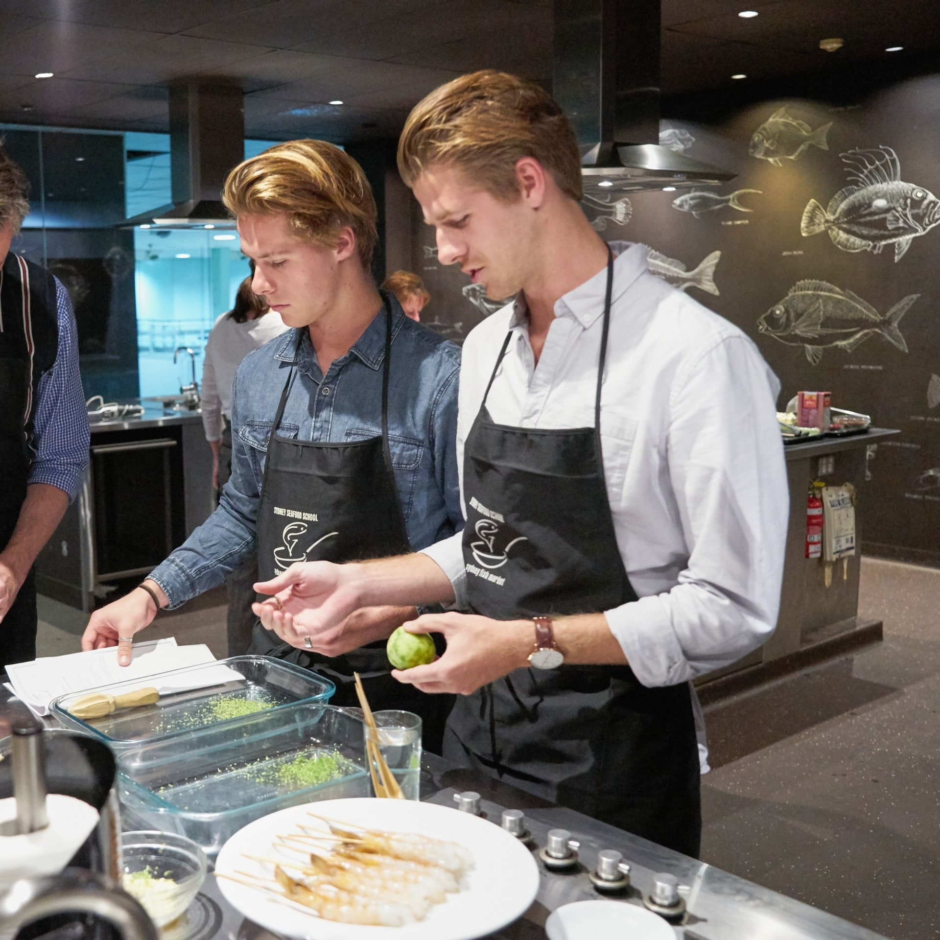 Students participating in a cooking class at Sydney Seafood School © Franz Scheurer Photography/Sydney Seafood School