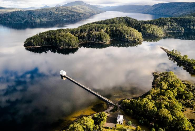 Aerial view over Pumphouse Point at Lake St Clair © Tourism Tasmania