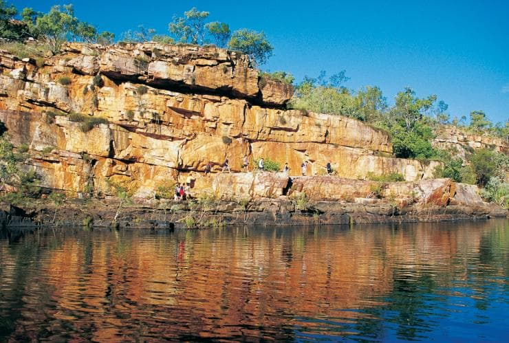 People walking by Manning Gorge © Tourism Western Australia