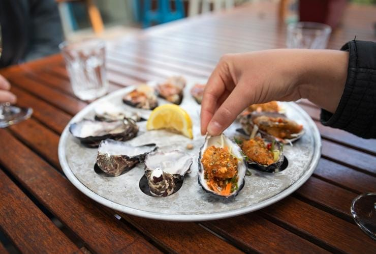 Get Shucked, Great Bay, TAS © Tourism Australia