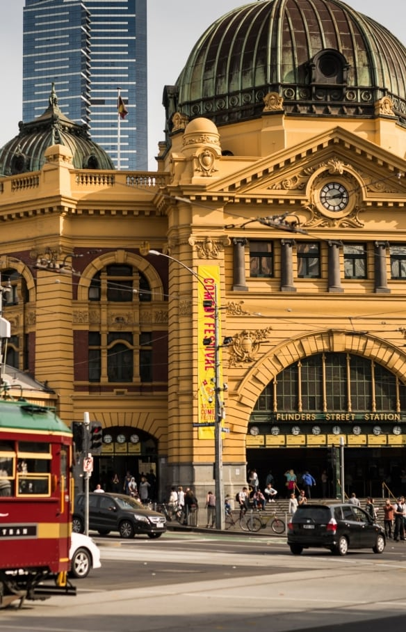 Flinders Street Railway Station, Melbourne, VIC © Robert Blackburn, Tourism Victoria