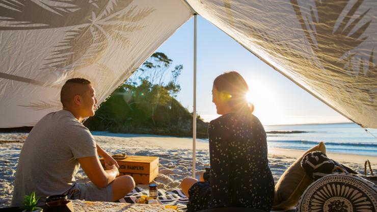 Picnic by Hyams Beach Hampers, Blenheim Beach, Jervis Bay, NSW © Destination NSW