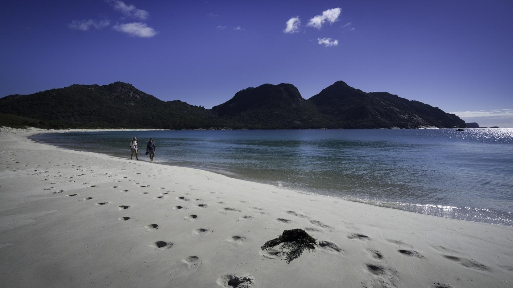 Wineglass Bay, Freycinet National Park, TAS © Luke Tscharke