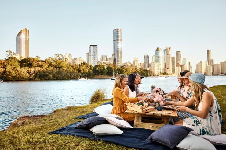 Kangaroo Point picnic, Brisbane, QLD © Brisbane Marketing