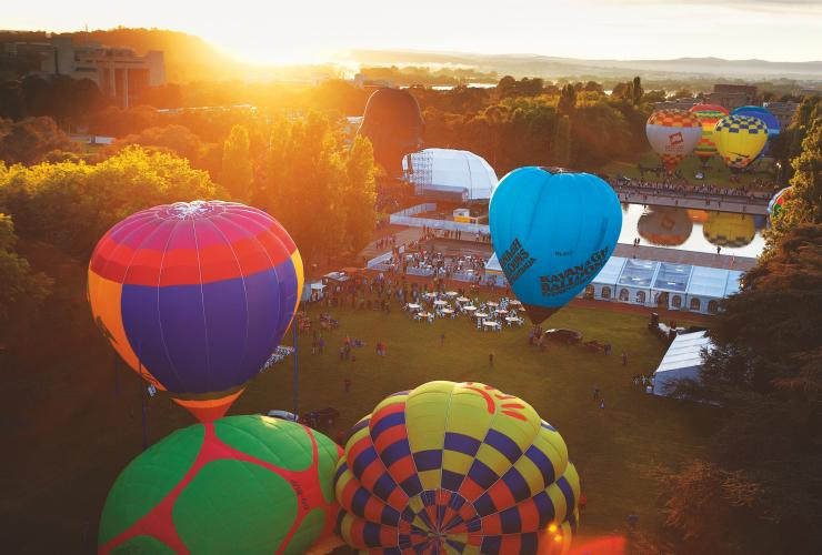 Hot air ballooning, Canberra, ACT © VisitCanberra