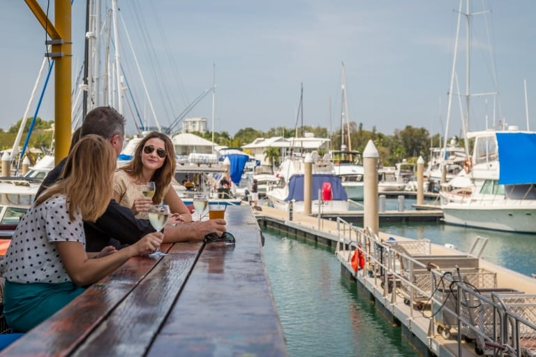 Drinks at Lola's Pergola bar in Darwin © Tourism NT/Nick Pincott
