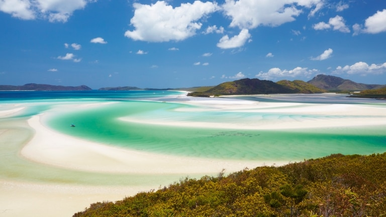 Whitehaven Beach, Whitsunday Islands, QLD © Tourism Australia