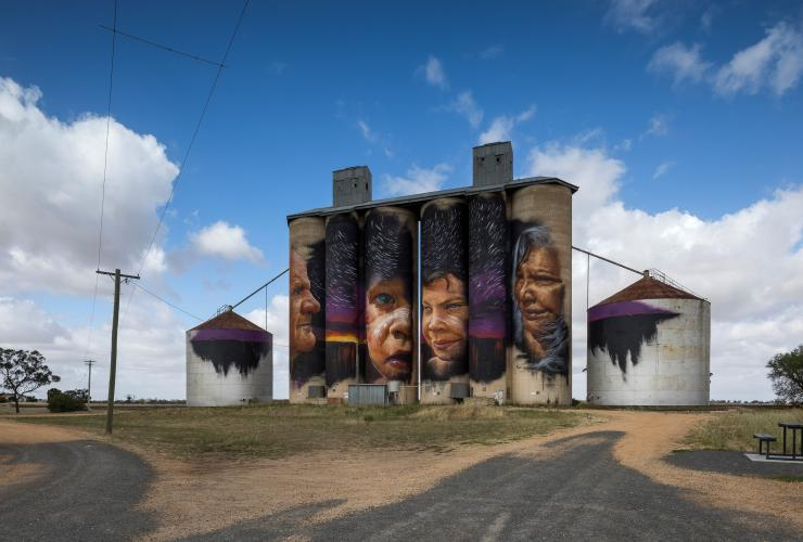 Painted silos on the Silo Art Trail in Sheep Hills © Visit Victoria