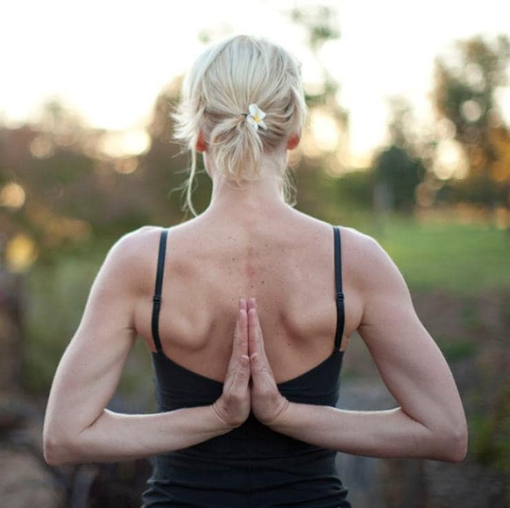 Woman practicing yoga outdoors at Samadhi Retreat in Daylesford © Samadhi Retreat/Marcus Struzina