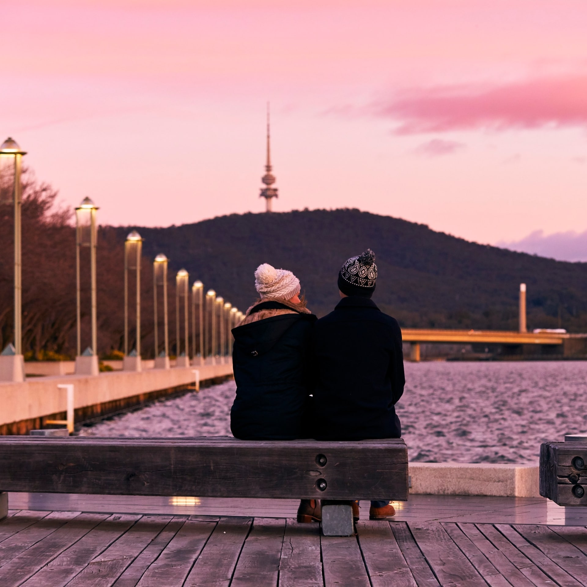 Couple admires the sunset over Lake Burley Griffin © Lightbulb Studios for VisitCanberra