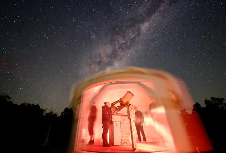Stargazers using telescopes at Perth Observatory in Bickley © Perth Observatory/Andrew Lockwood