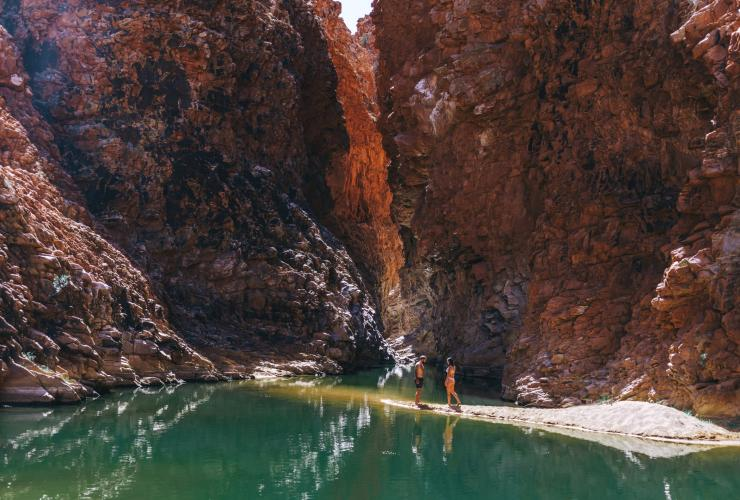 Couple at Redbank Gorge in West MacDonnell National Park © Tourism NT/Jess Caldwell & Luke Riddle