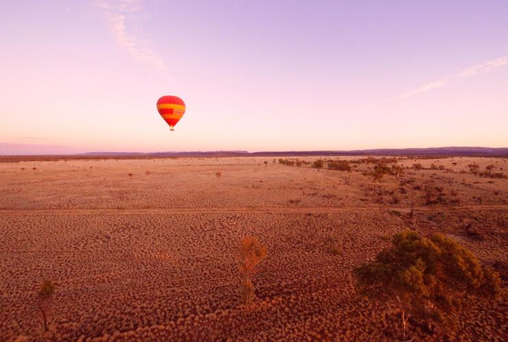 Ballooning over Alice Springs, Alice Springs, NT © Tourism NT/Hannah Millerick