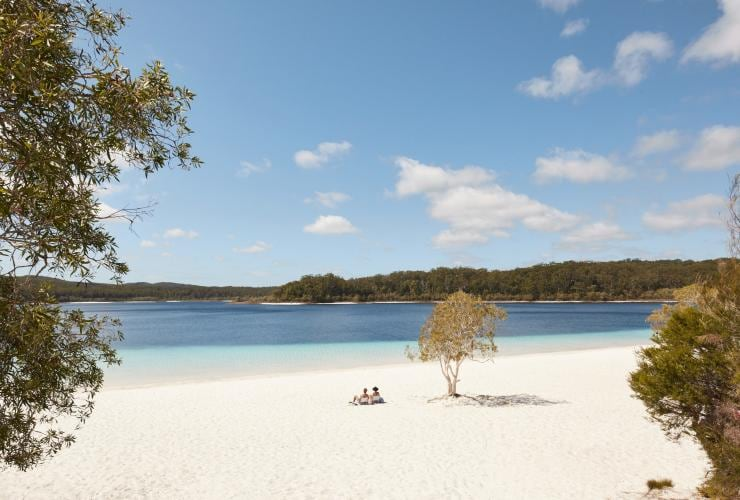 Lake McKenzie, Fraser Island, QLD © Tourism and Events Queensland
