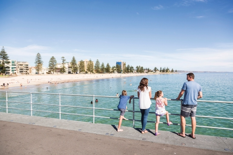 Glenelg Beach, Adélaïde, SA © South Australian Tourism Commission