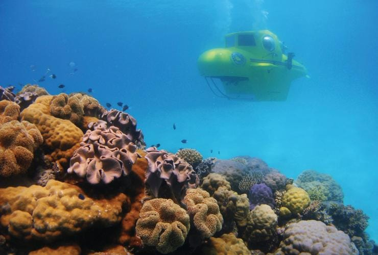 Great Barrier Reef Submarines, Grande Barrière de Corail, QLD. © Tourism and Events Queensland