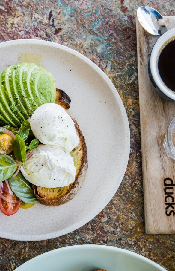 Plateau de fromages et vin, Jansz, Pipers Brook, TAS © Tourism Tasmania