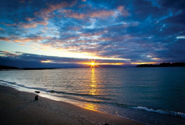Adventure Bay, Bruny Island, TAS © Tourism Tasmania, Rob Burnett