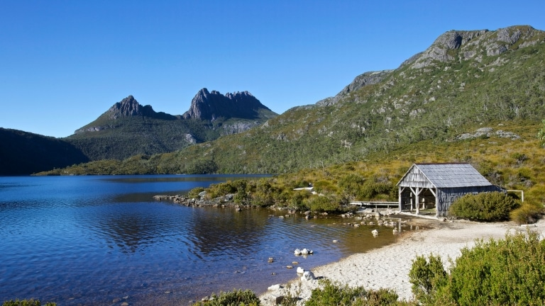 Boat Shed, Lake Dove, dan Cradle Mountain, Cradle-Mountain Lake St Clare National Park, TAS © Adrian Cook