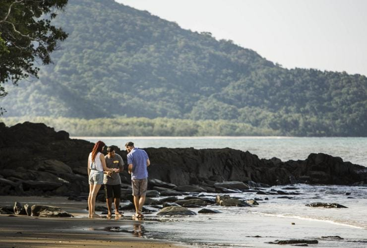 Walkabout Cultural Adventures, Port Douglas, QLD © James Fisher, Tourism Australia