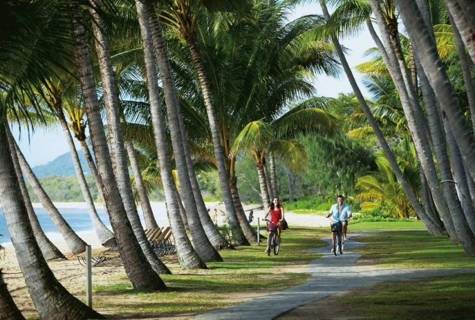 Bersepeda, Palm Cove, QLD © Tourism and Events Queensland
