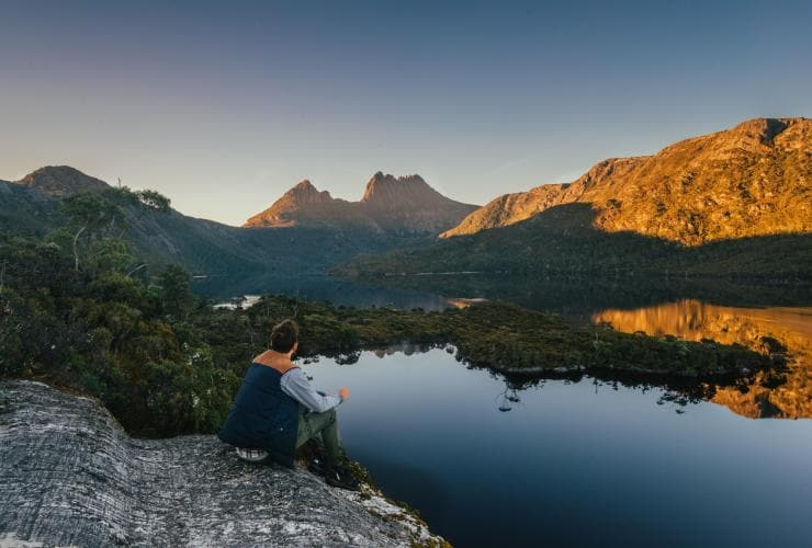 Cradle Mountain dan Glacier Rock, Cradle Mountain-Lake St Clair National Park, TAS © Tourism Tasmania