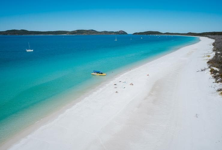 Heli Reef, Whitehaven Beach, QLD © Tourism Australia