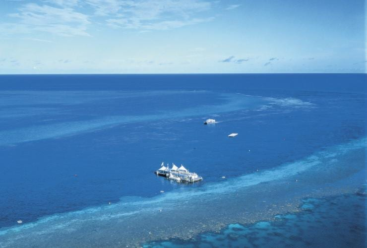 Pontoon Reefworld a Hardy Reef, le Whitsunday, Queensland © Tourism and Events Queensland