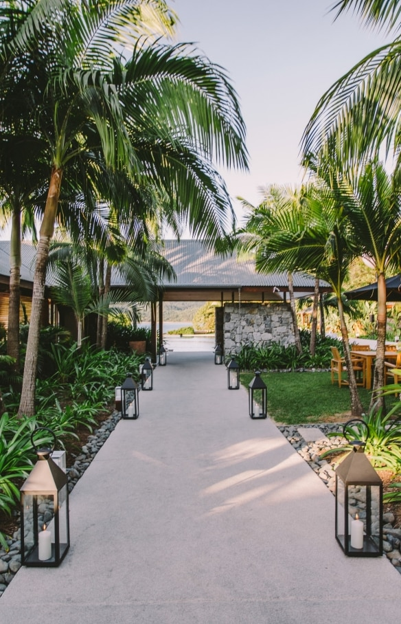 Entrance into qualia resort in the Whitsundays © Tourism Australia
