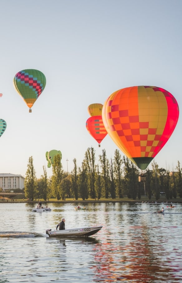 In mongolfiera sul Lake Burley Griffin, Canberra, Australian Capital Territory © EventsACT