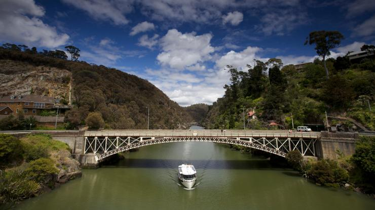Kings Bridge, Cataract Gorge Reserve, Launceston, Tasmania © Tourism Tasmania