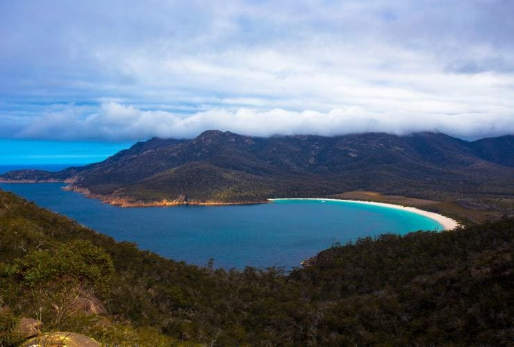 Wineglass Bay, Freycinet National Park, Tasmania © Tourism Tasmania