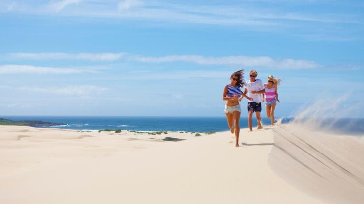 Dune di sabbia di Stockton Bight, Port Stephens, New South Wales © Jason Busch Photography, Destination Port Stephens
