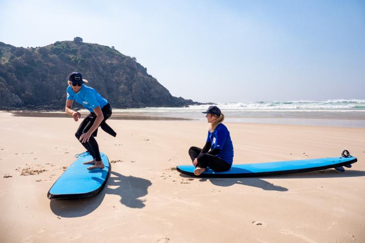 Surfing lessons in Byron Bay, NSW © Tourism Australia