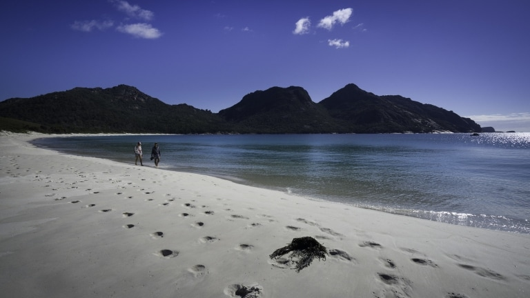 塔斯曼尼亞州菲欣納國家公園(Freycinet National Park)酒杯灣(Wineglass Bay)©Luke Tscharke