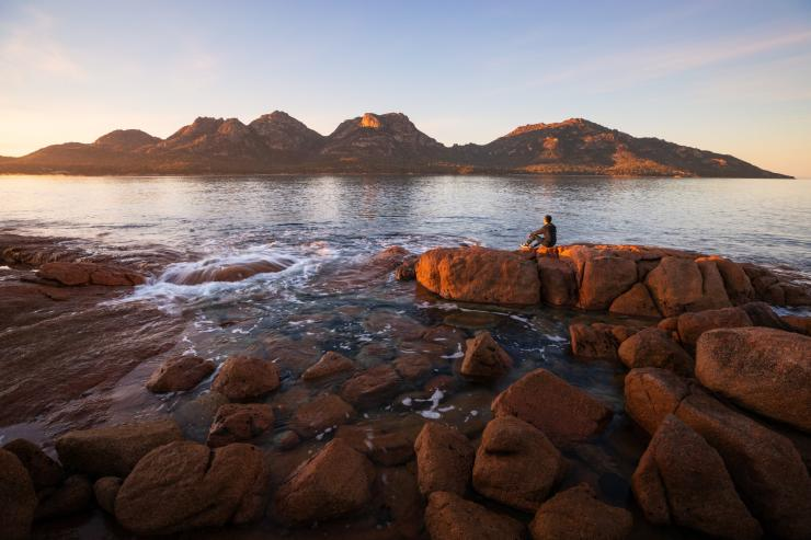 塔斯曼尼亞州菲欣納國家公園(Freycinet National Park)Coles Bay © Tourism Australia