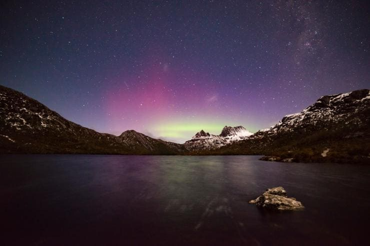 Colourful lights of the aurora australis over Cradle Mountain © Pierre Destribats